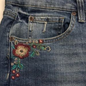 MUDD Embroidered Skinny Jeans! Great Boho look.